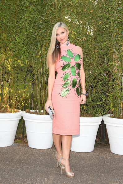 Caprice chose a peach-colored dress with green leaf embellishments.