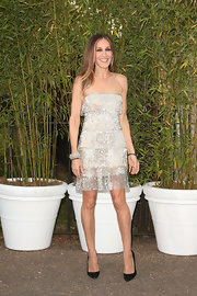 SJP looked Art Deco chic in this silver sparkle, tiered dress.