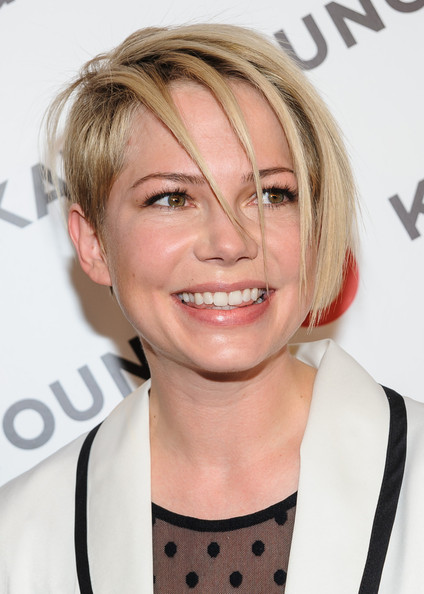 More Pics of Michelle Williams Layered Razor Cut (1 of 8) - Michelle Williams Lookbook - StyleBistro