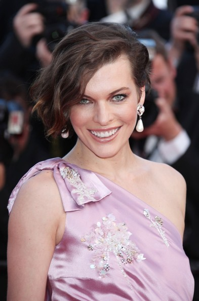 Milla Jovovich Dangling Pearl Earrings