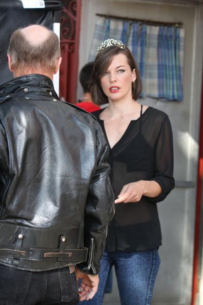 More Pics of Milla Jovovich Button Down Shirt (1 of 14) - Milla Jovovich Lookbook - StyleBistro