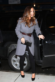 Minka looked glamorous, as usual, in a thick gray coat with a brown belt.