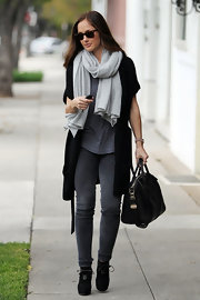 Minka Kelly finished off her multi-layered look with charcoal skinny jeans and black booties.