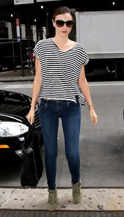 Styled slightly askew with deep side vents, Miranda's basic striped tee looks anything but, well, basic.