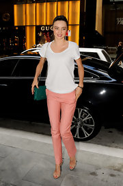 Miranda Kerr sweetened her white T-shirt with petal pink slacks.