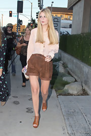 Mischa completed her look with tan, lace-up wedges.