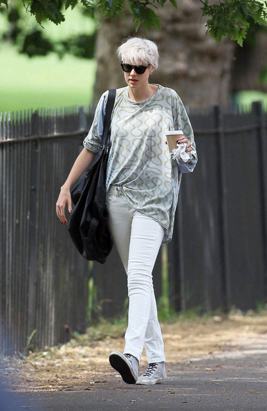 More Pics of Agyness Deyn Round Sunglasses (1 of 8) - Agyness Deyn Lookbook - StyleBistro