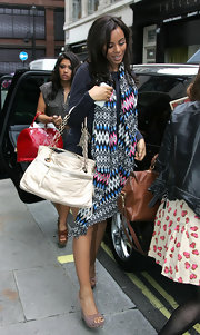 Rochelle paired her printed scarf with a cream leather shoulder bag.