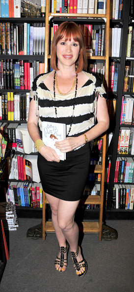 Molly Ringwald's black strappy sandals were a sexy finish to her casual get-up.