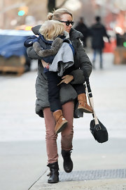 Naomi Watts embraced her son and the winter climate in dusky rose skinnies.