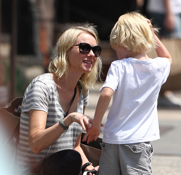 More Pics of Naomi Watts T-Shirt (1 of 31) - Naomi Watts Lookbook - StyleBistro