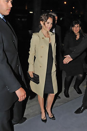 Natalie Portman looked classic in this perfect trench coat while out in Paris.