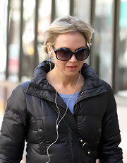 Renee Zellweger went shopping in a pair of oversize black oval sunglasses.