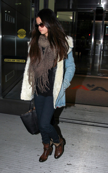 More Pics of Selena Gomez Denim Jacket (4 of 11) - Selena Gomez Lookbook - StyleBistro