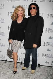 Shannon Tweed matched her outfit with a pair of suede T-strap heels.
