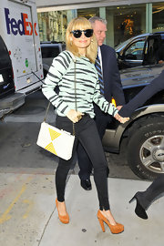 Nicole Richie added subtle color to her stylish street wear with a white and yellow chain strap bag.