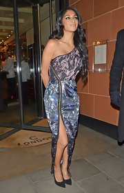 Nicole Scherzinger paired shimmering pointy-toe black pumps with her peek-a-boo unzipped slit.