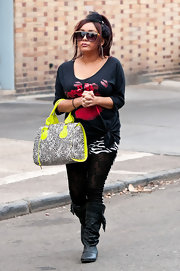Nicole 'Snookie' Polizzi jazzed up her black style with a neon-trimmed tote.