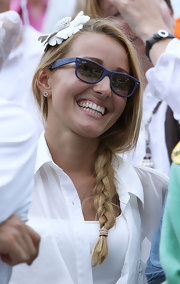 Jelena Ristic was all smiles in these blue wayfarer sunglasses.  She was watching her boyfriend, Novak Djokovic, play against Rafael Nadal.