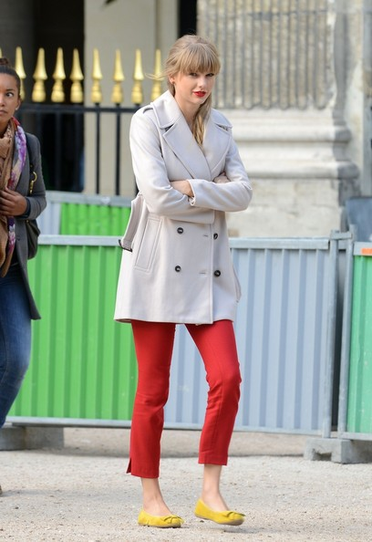 Taylor+Swift in Taylor Swift shooting scenes for new music video 'Begin Again' in Paris