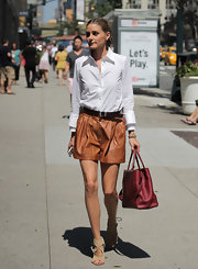 Olivia chose a pair of classic, brown leather shorts for her daytime look.