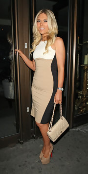Frankie topped off her look with nude platform sandals.