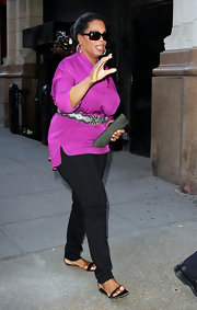 Oprah Winfrey paired black skinny pants with a purple tunic for a sophisticated dinner date look.