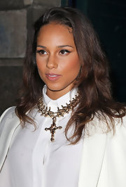 Alicia Keys attended the Givenchy fall 2012 fashion show wearing her hair in long wavy layers.