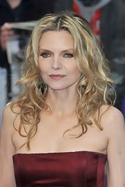 Michelle Pfeiffer wore her hair in an ultra-feminine center-parted curly style at the premiere of 'Dark Shadows.'