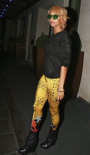 Keri Hilson showed off the zanier side of her style while stepping out in London. The R&B artist donned a pair of gold print leggings with platform combat boots and a fluffy sweater. We can't forget to mention her kelly green shades, of course!