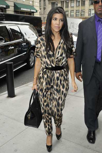 http://www2.pictures.stylebistro.com/pc/Reality+TV+star+Kourtney+Kardashian+wears+mNJGuYX4MRol.jpg
