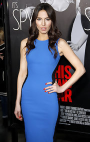 Whitney Cummings accented her ensemble with glossy scarlet nail polish at the premiere of 'This Means War.'
