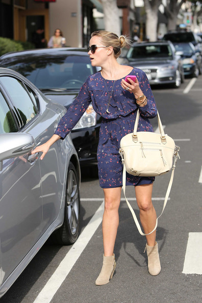 More Pics of Reese Witherspoon Leather Shoulder Bag (1 of 16) - Shoulder Bags Lookbook - StyleBistro