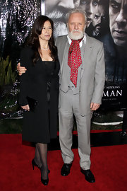 Don't you just love a man in three-piece suit?! Anthony Hopkins wears his black-and-white check version dashingly.