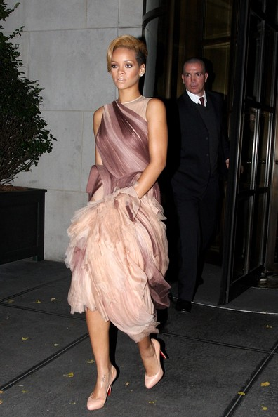 rihanna dress up. rihanna dress up. bunched up