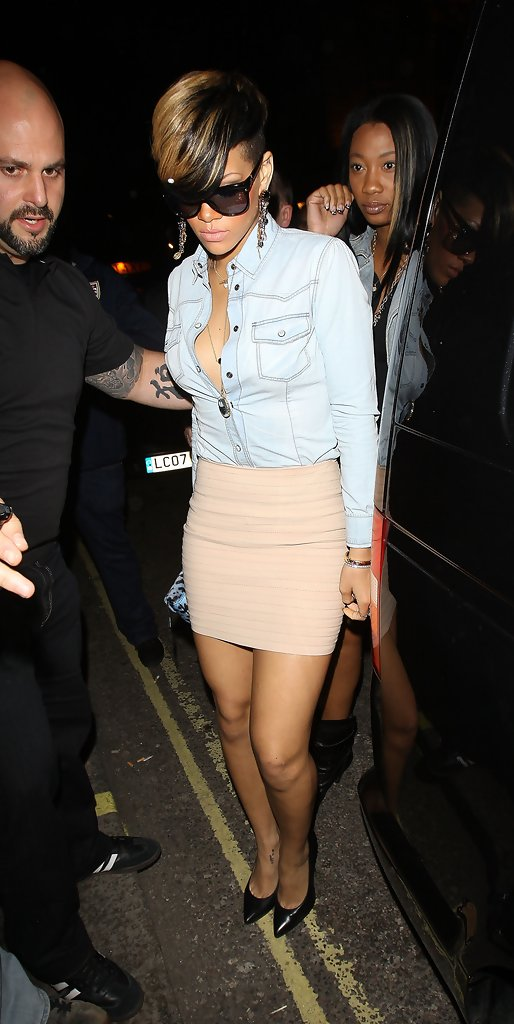 Rihanna Pumps Rihanna Shoes Looks Stylebistro