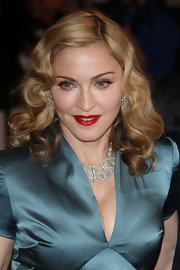 Madonna turned up amongst the stars last night with a retro waves circa the '40s.
