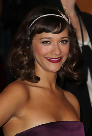 Rashida Jones paired her elegant look with shoulder length curls and blunt cut bangs.