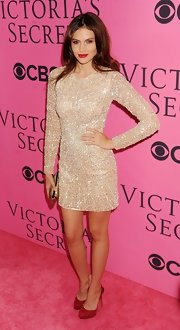 Hana lit up the pink carpet in this beaded champagne mini.