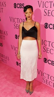 Rihanna exuded timeless femininity in a flowy ladylike skirt.