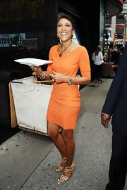 Robin Roberts' nude strappy sandals were a sexy addition to her outfit.