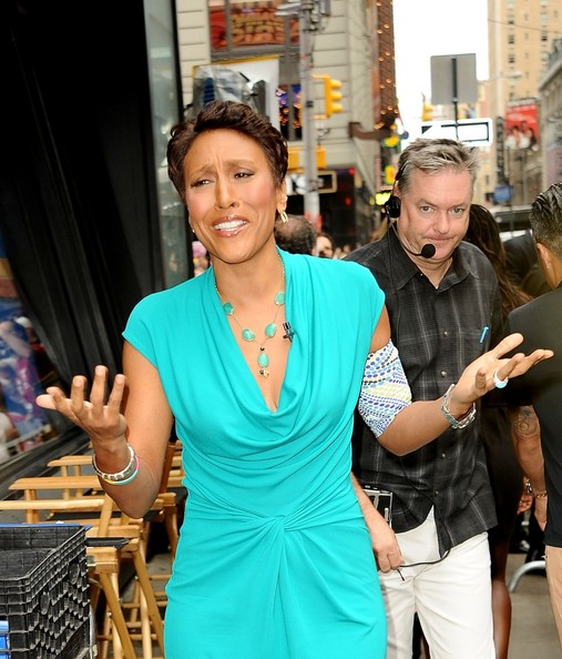 Robin Roberts topped off her ensemble with a stylish gemstone Y-drop necklace.