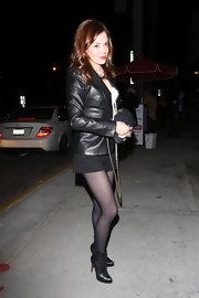 Rose rocked pearls and leather with sheer black tights and a pair of classic black ankle boots. The signature red soles added a little color and glam to her look.