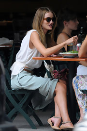 Rosie Huntington-Whiteley wore a pair of tortoiseshell shades while out having lunch in NYC.