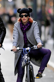 Katy Perry matched her pants with a patterned purple scarf.
