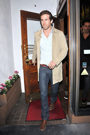 Ryan looked classic and polished with a tailored suede jacket. This is a great young evening look.