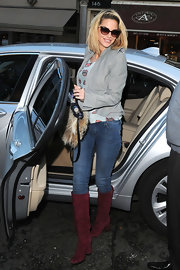 Sarah Harding donned a futuristic cropped gray jacket over a whimsical lip print top.