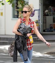 Sarah Harding covered up her face in classically cool Ray-Ban wayfarer sunglasses.