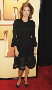 This long fluted sleeved LBD was classic conservative choice for Tea Leoni.
