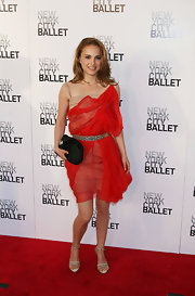 Natalie Portman paired her dazzling red Lanvin dress with a lackluster black satin clutch, which left us feeling a bit cold.